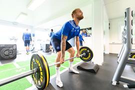 Muskelspiel: KSC-Torjäger Philipp Hofmann musste während der Länderspielpause auch mal an die Langhantel, um Kraft für das Kräftemessen mit Aue zu tanken.