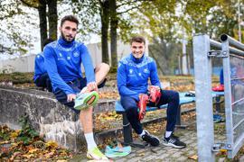 Fabian Schleusener (links) und Philip Heise versprechen sich einen sportlich erfreulichen Verlauf ihrer Dienstreise nach Düsseldorf.
