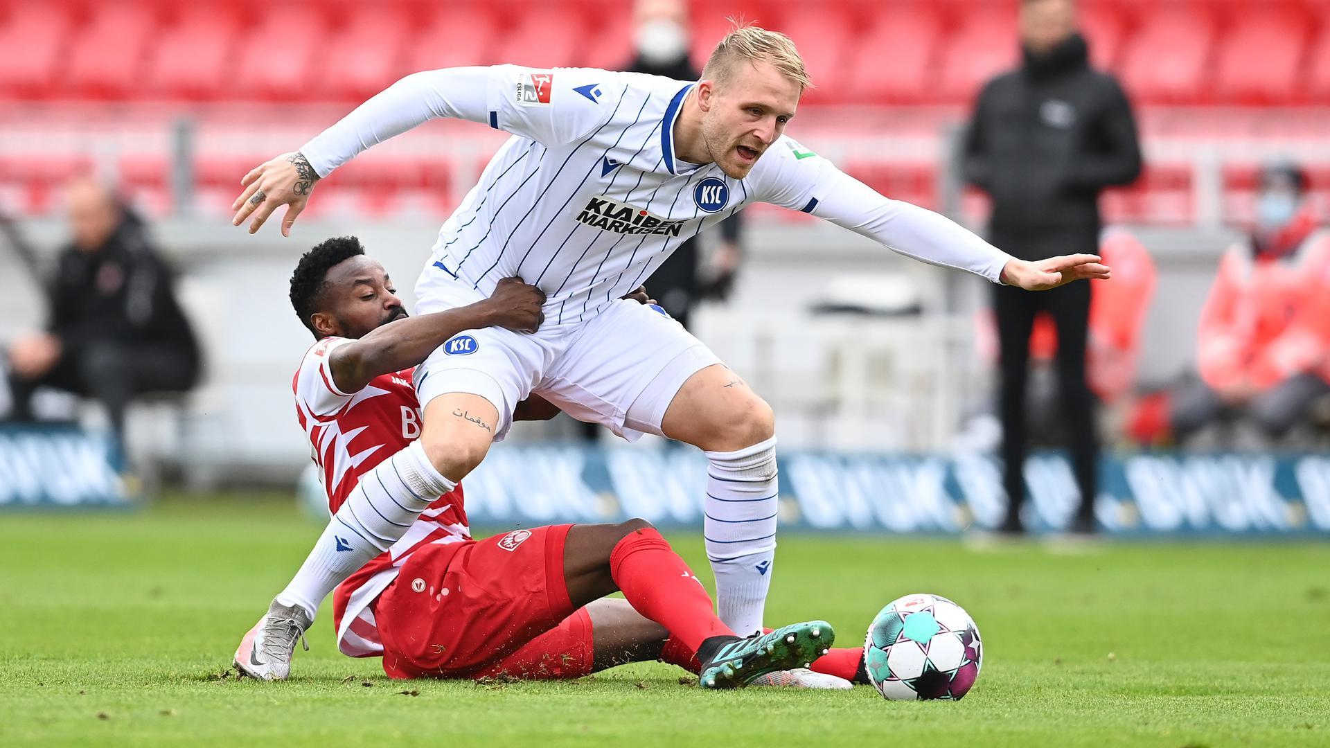 Der KSC kann im Auswärtsspiel bei Fortuna Düsseldorf wieder auf Torjäger Philipp Hofmann setzen.