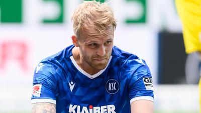 Was macht er nächste Saison? An Philipp Hofmanns Zukunft hängen beim KSC viele weitere Überlegungen beim Kaderbau für die kommende Saison.