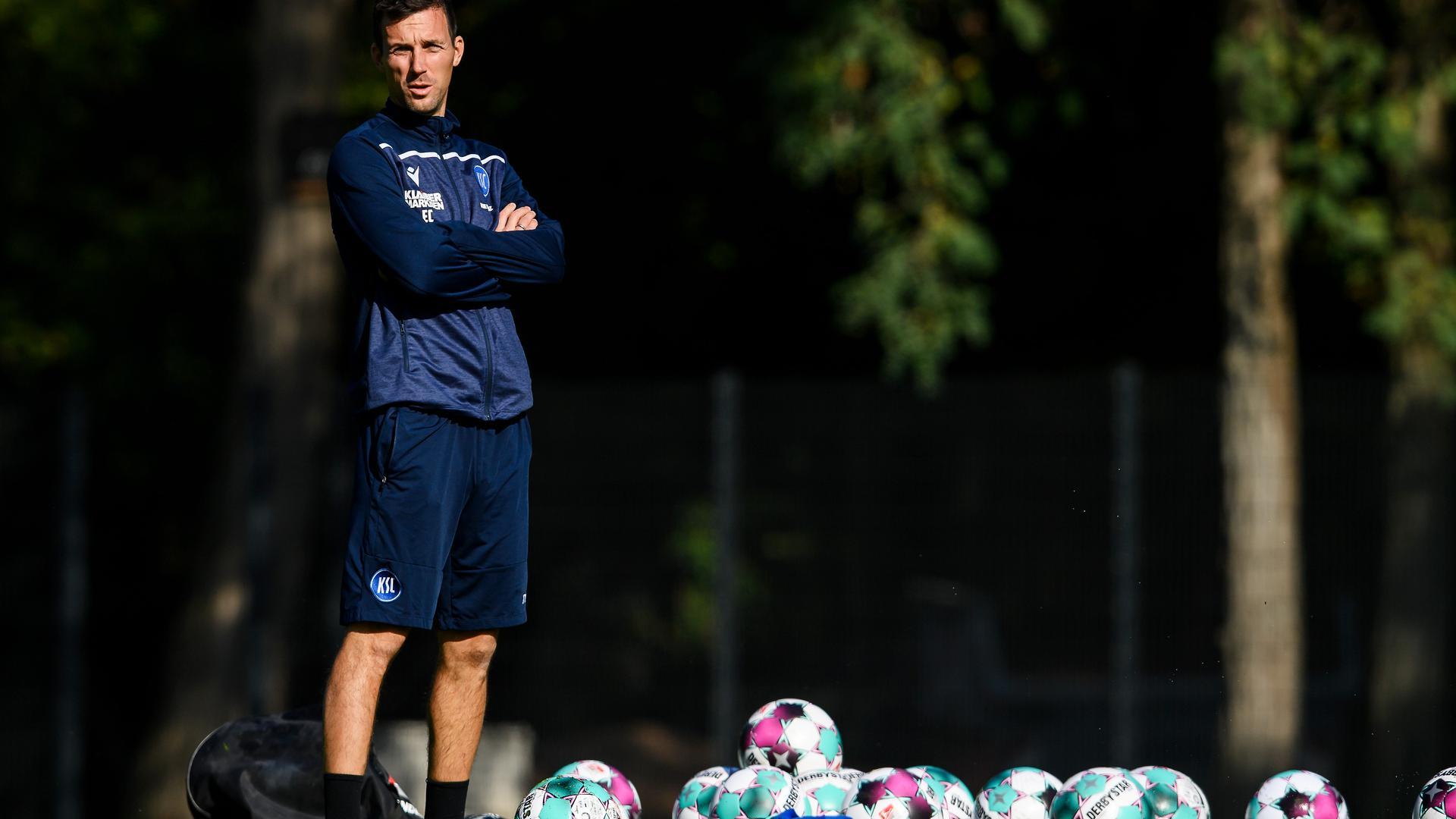 KSC-Cheftrainer Christian Eichner muss vor dem Auswärtsspiel in Regensburg die Störgeräusche von außen ignorieren.