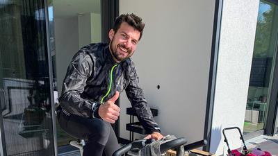 In Tritt geblieben: KSC-Kapitän Jérome Gondorf spulte in den zurückligenden Tagen, wie alle Profis des Zweitligisten, vorgegebene Pensen auf dem Spinning-Rad herunter.