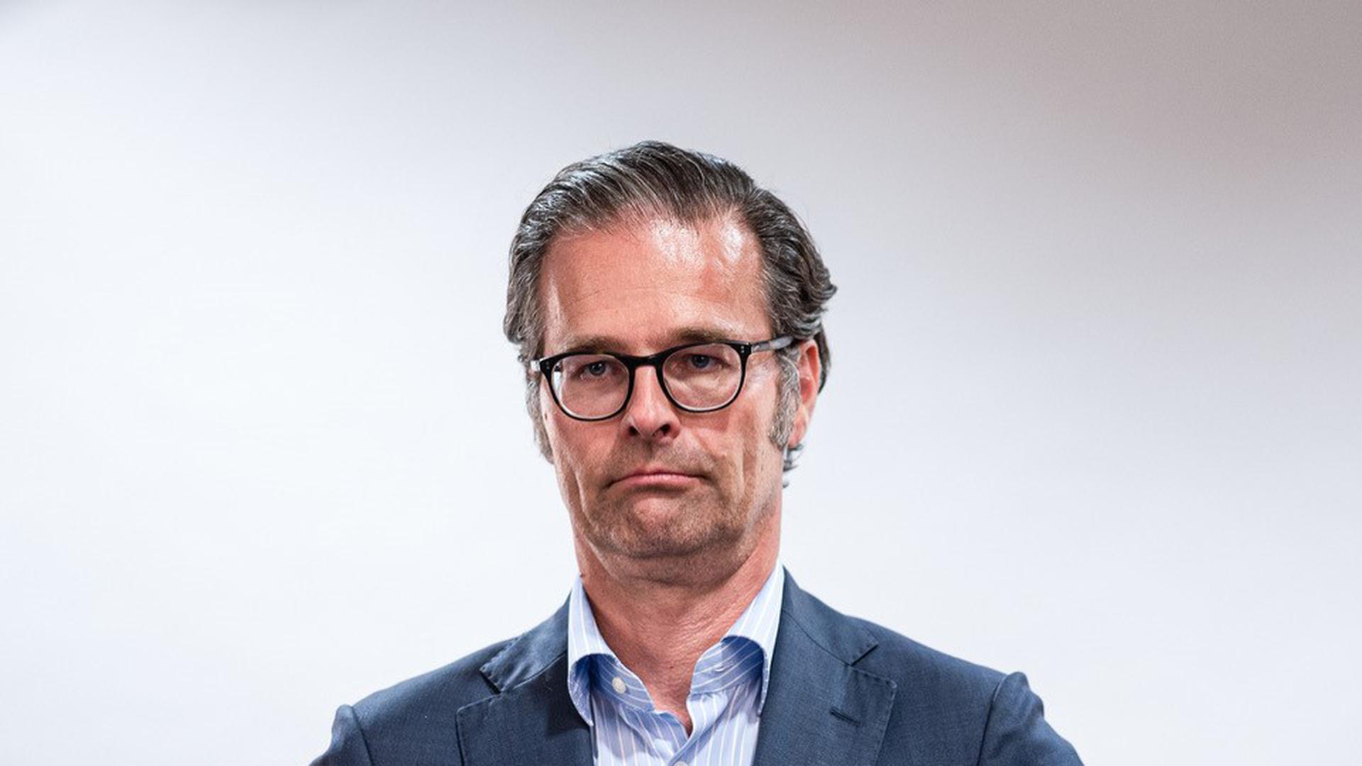 Schattenmann tritt nach vorne: Holger Siegmund-Schultze beim Fototermin nach der Präsidenten-Wahl am Donnerstagabend.