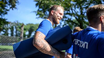 Philipp Hofmann (KSC) geht nach dem Training vom Platz.  GES/ Fussball/ 2. Bundesliga: Karlsruher SC - Training,  22.09.2020  Football/Soccer: 2. Bundesliga:  KSC Trainingsession, Karlsruhe, September 22, 2020