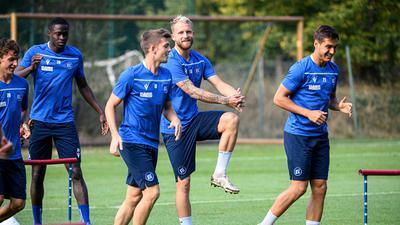 Marvin Wanitzek (KSC) und Philipp Hofmann (KSC)/m.  GES/ Fussball/ 2. Bundesliga: Karlsruher SC - Training,  22.09.2020  Football/Soccer: 2. Bundesliga:  KSC Trainingsession, Karlsruhe, September 22, 2020