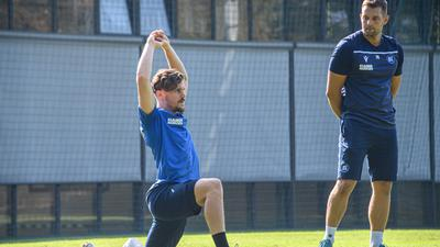 Neuzugang Sebastian Jung (KSC) beim ersten Training. zusammen mit Athletiktrainer Florian Boeckler (KSC)v/r.  GES/ Fussball/ 2. Bundesliga: Karlsruher SC - Training,  22.09.2020  Football/Soccer: 2. Bundesliga:  KSC Trainingsession, Karlsruhe, September 22, 2020