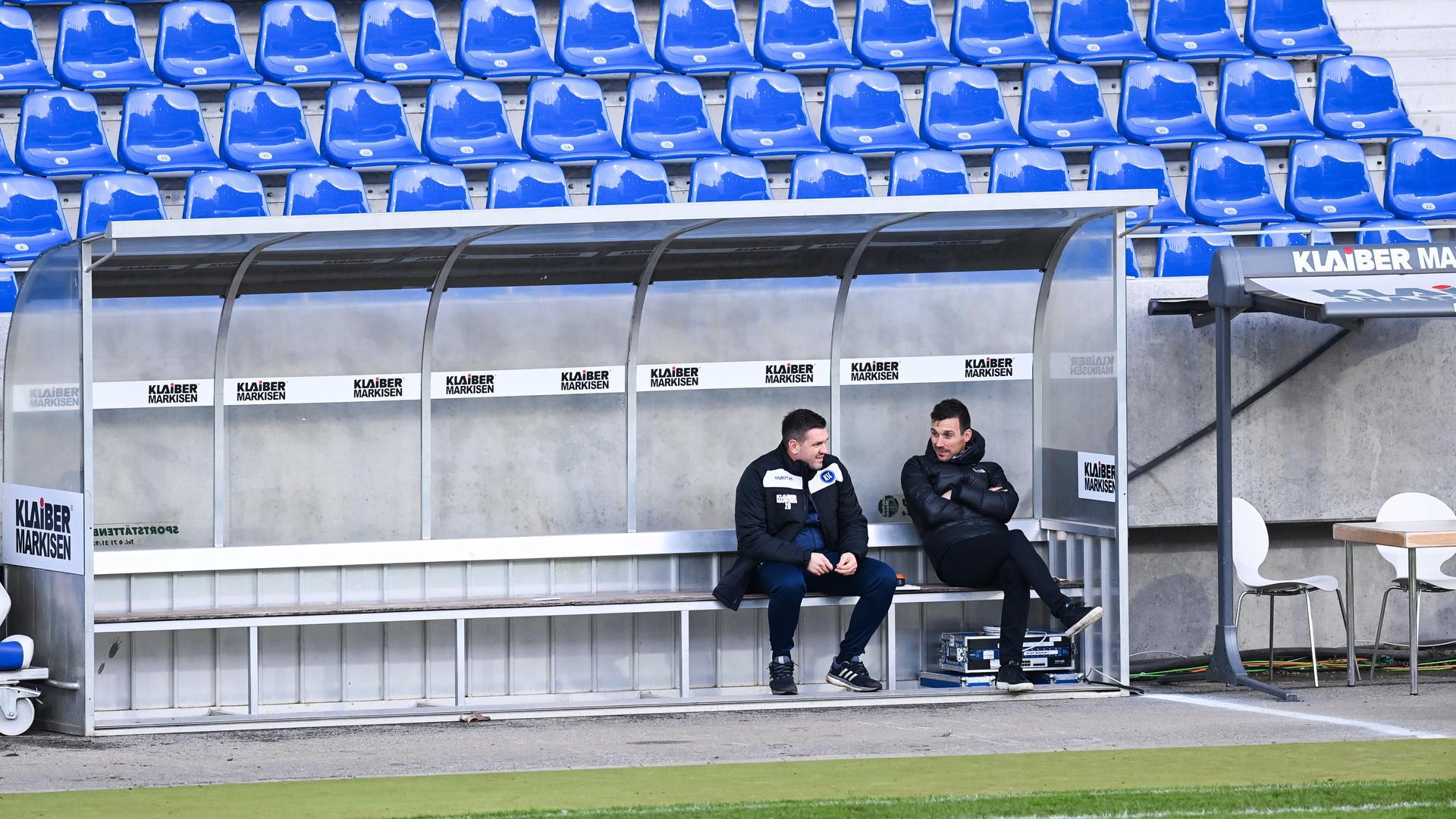 Co-Trainer Zlatan Bajramovic (KSC, l.) und Trainer Christian Eichner (KSC, r.) sitzen nach dem Spiel enttaeuscht auf der Bank.  GES/ Fussball/ 2. Bundesliga: Karlsruher SC - Fortuna Duesseldorf, 13.12.2020  Football / Soccer: 2nd League: Karlsruher Sport-Club vs Fortuna Duesseldorf, Karlsruhe, December 13, 2020