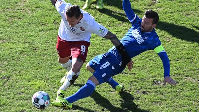 Zweikampf, Duell zwischen Manuel Schaeffler (1.FCN)  und Jerome Gondorf (KSC).  GES/ Fussball/ 2. Bundesliga: Karlsruher SC - 1. FC Nuernberg, 21.02.2021  Football / Soccer: 2nd German League: Karlsruhe vs Nuremberg, Karlsruhe, February 21, 2021