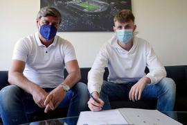 Zwei Männer mit Maske, Vertrag