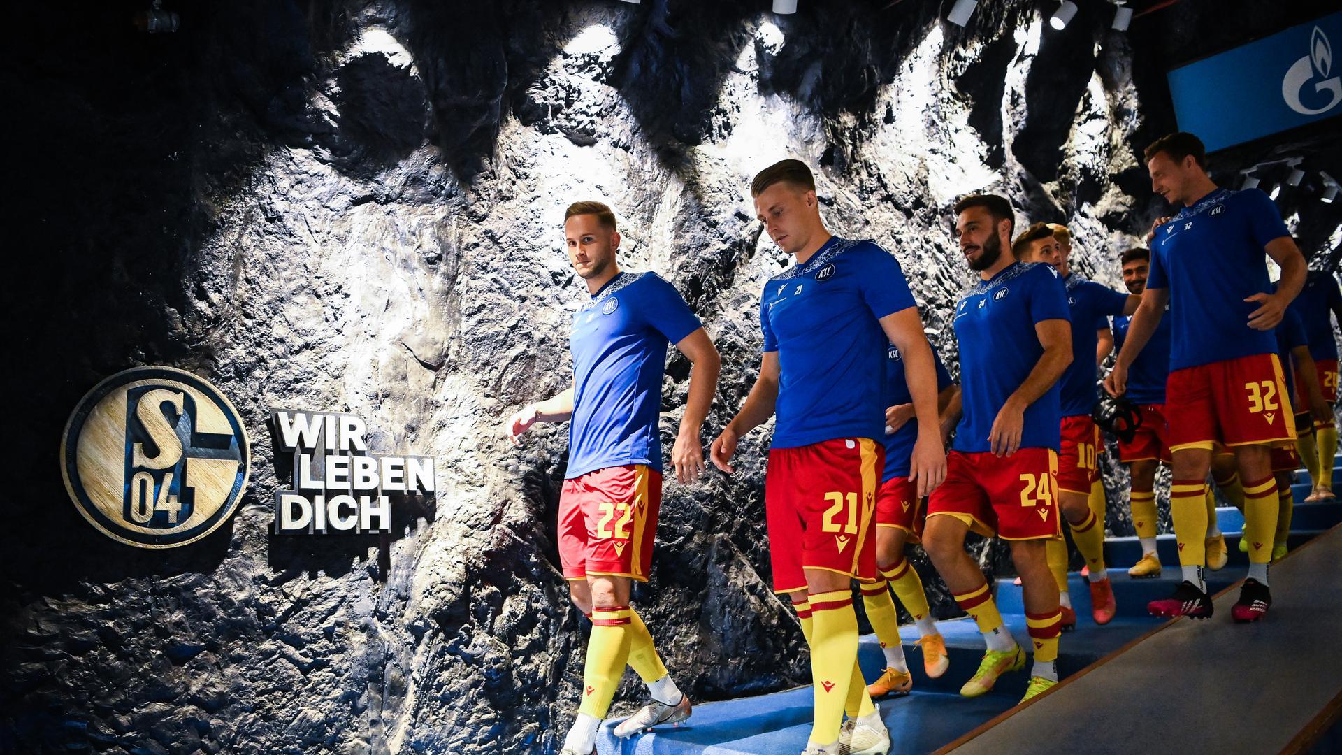 Vor dem Spiel: v.l. Christoph Kobald (KSC), Marco Thiede (KSC), Fabian Schleusener (KSC), Robin Bormuth (KSC).