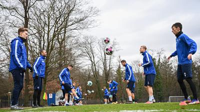 Dominik Kother (KSC)/l. und Benjamin Goller (KSC)/r. beim Balltraining.  GES/ Fussball/ 2. Bundesliga: Karlsruher SC - Training, 28.12.2020  Football/Soccer: 2. Bundesliga: KSC Training, Karlsruhe, December 28, 2020