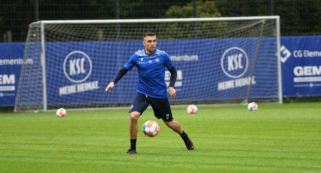 Rechtsverteidiger Joshua Bitter, Testspieler beim Karlsruher SC