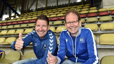 Jürgen und Thomas Bierlein auf der Haupttribüne im Wildparkstadion.