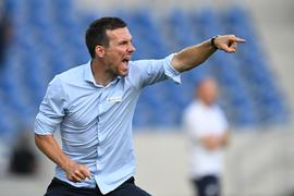 Trainer Christian Eichner (KSC) gestikuliert am Spielfeldrand.  GES/ Fussball/ 2. Bundesliga: Karlsruher SC - SV Darmstadt 98, 30.07.2021  --  Football/ Soccer 1st Division: Karlsruher SC vs SV Darmstadt 98, Karlsruhe,  Jul 30, 2021 -- DFL regulations prohibit any use of photographs as image sequences and/or quasi-video.