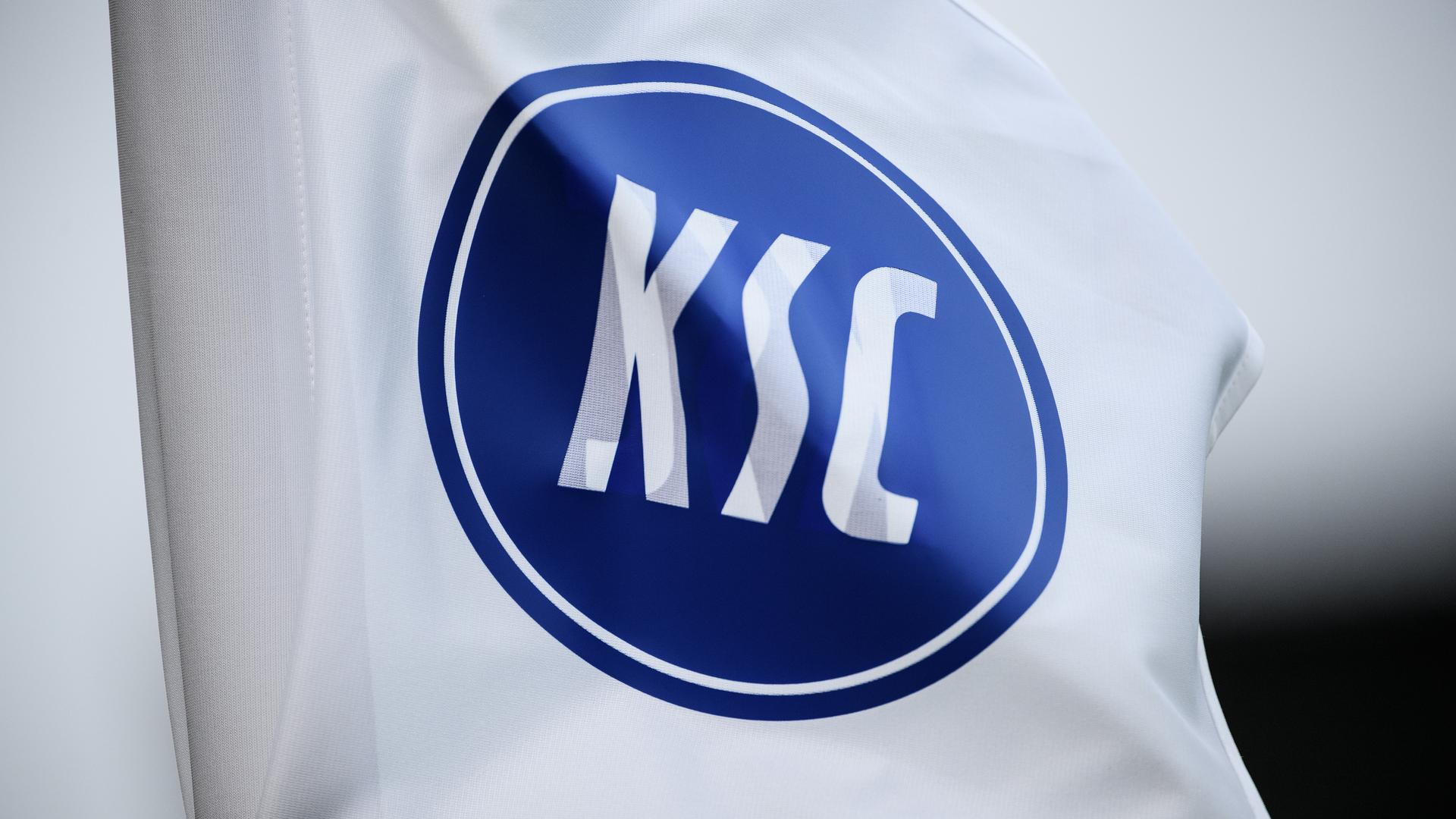 Feature, Schmuckbild, Hintergrund, Hintergrundbild, Symbol, Symboldbild KSC Fahne, Eckballfahne.  GES/ Fussball/ 2. Bundesliga: Karlsruher SC - SpVgg Greuther Fuerth, 14.12.2019  Football / Soccer: 2. League: Karlsruhe vs Fuerth, Karlsruhe, December 14, 2019
