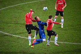 v.l. Dominik Kaiser (H96), Philipp Hofmann (KSC), Marcel Franke (H96).  GES/ Fussball/ 2. Bundesliga: Karlsruher SC - Hannover 96, 27.01.2021  Football / Soccer: 2nd League: Karlsruher Sport-Club vs Hannover 96, Location, January 27, 2021