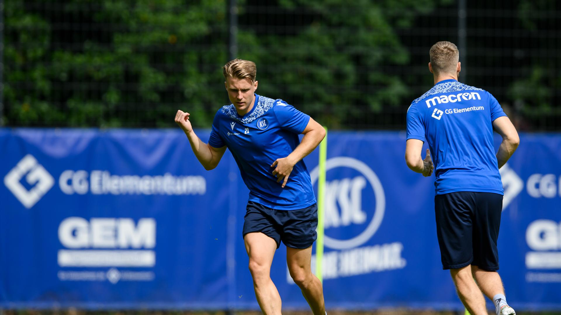 Marco Thiede (KSC) am Ball.  GES/ Fussball/ 2. Bundesliga: Karlsruher SC - Training, 24.06.2021  Football/Soccer: 2. Bundesliga: KSC Training, Karlsruhe, June 24, 2021
