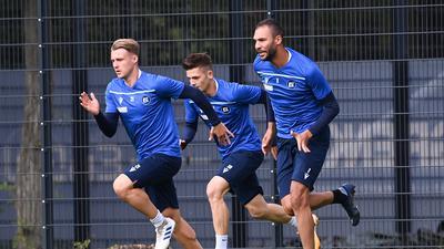 Marco Thiede (KSC), Marvin Wanitzek (KSC), Daniel Gordon (KSC) / v.l.  GES/ Fussball/ 2. Bundesliga: Karlsruher SC - Training,  21.10.2020  Football/Soccer: 2. Bundesliga:  KSC Trainingsession, Karlsruhe, October 21, 2020