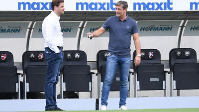 Ungleiche Vertragsverhältnisse: Sportgeschäftsführer Oliver Kreuzer mit Michael Becker (links), dem mit neuem Vertrag ausgestatteten Mann der Finanzen.