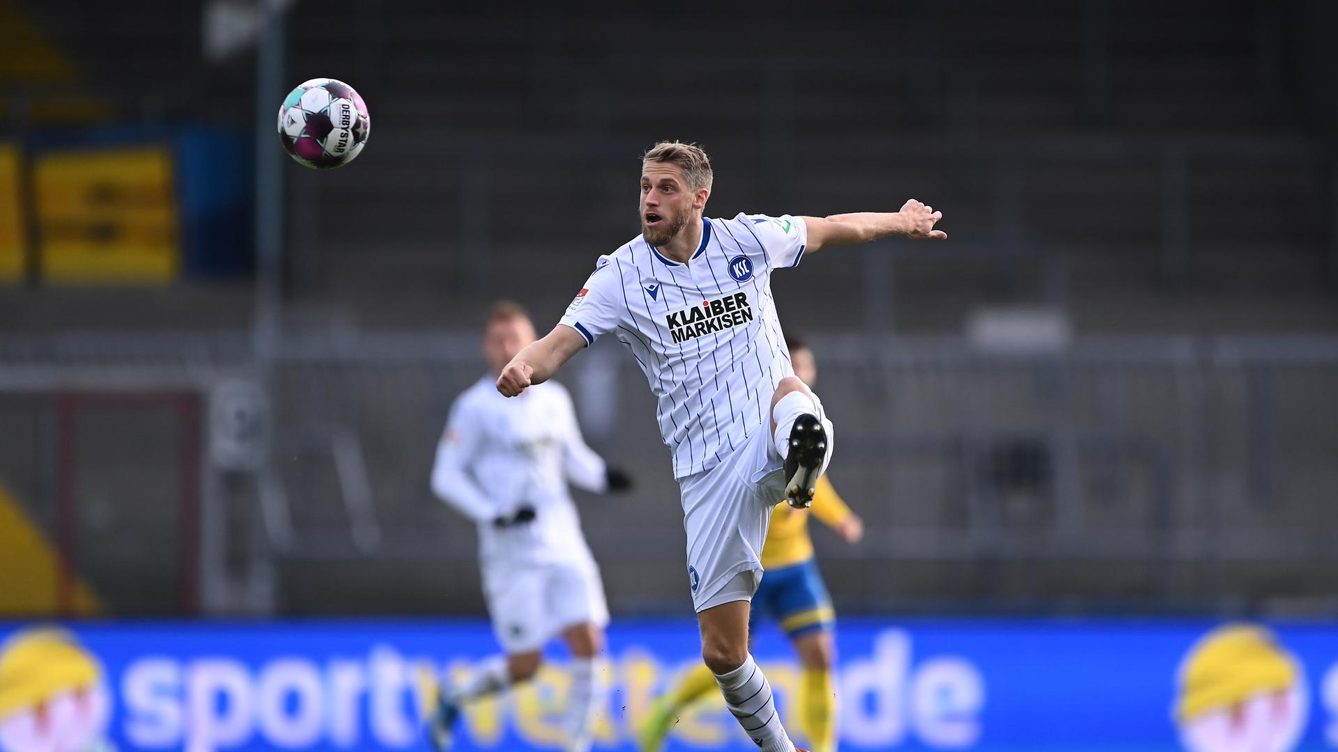 Marc Lorenz (KSC).  GES/ Fussball/ 2. Bundesliga: Eintracht Braunschweig - Karlsruher SC, 21.11.2020  Football / Soccer: 2nd League: Eintracht Braunschweig vs Karlsruher Sport-Club, Brunswick, November 21, 2020