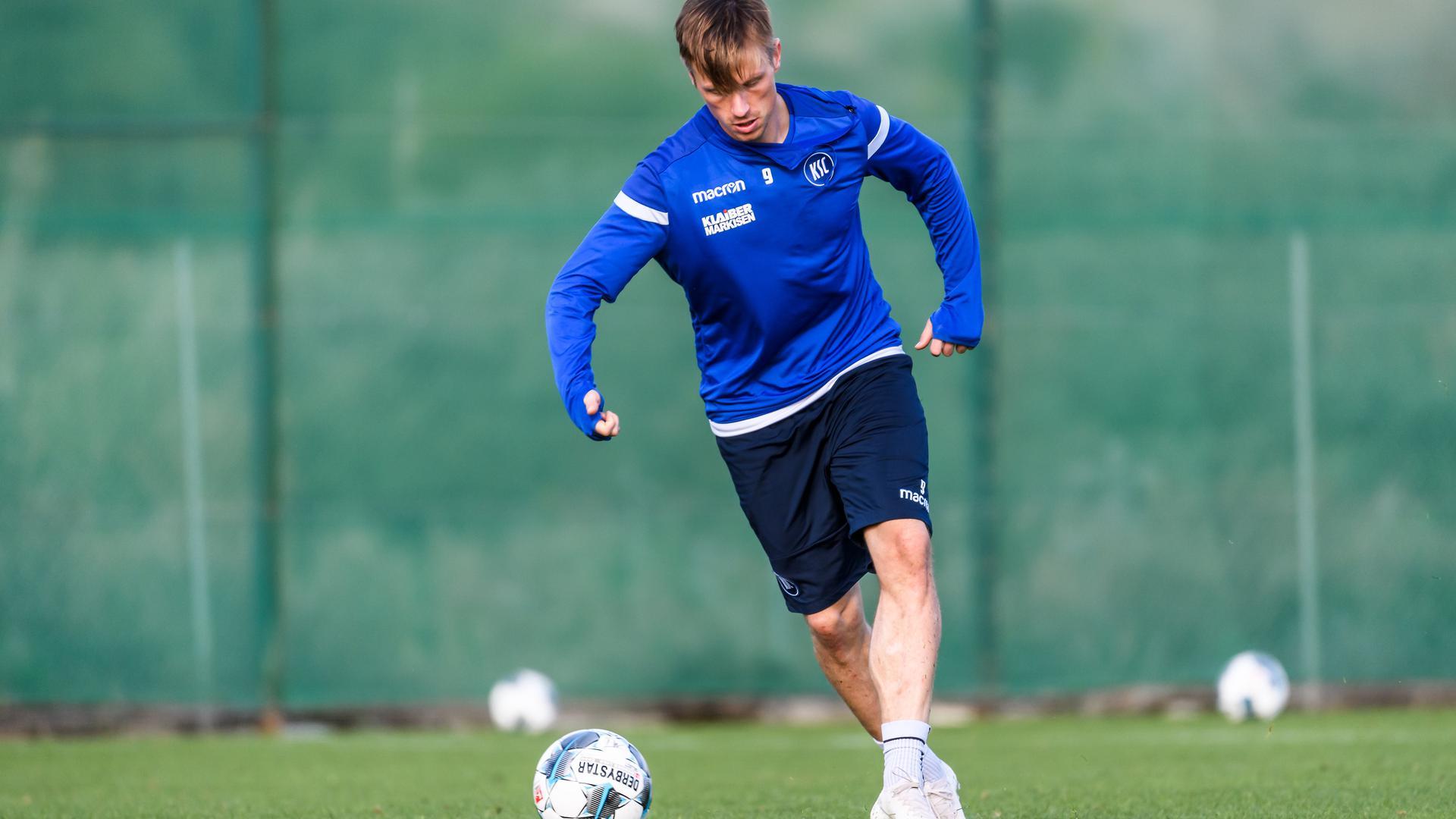 Könnte zum FCK: KSC-Stürmer Marvin Pourié möchte wieder Tore schießen. Beim KSC darf er das nur im Training.