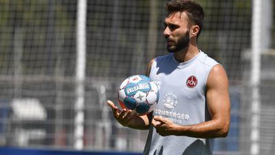 Angeschwitzt: Fabian Schleusener war vor seinem Wechsel zum KSC beim 1. FC Nürnberg schon in die Vorbereitung gestartet.