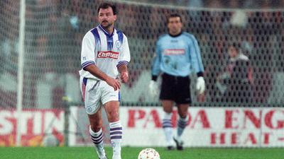 Schmerz befreit für 90 Minuten: Michael Wittwer lässt sich am 29. Oktober 1996 trotz doppeltem Bänderriss das Europapokalspiel gegen AS Rom nicht entgehen.