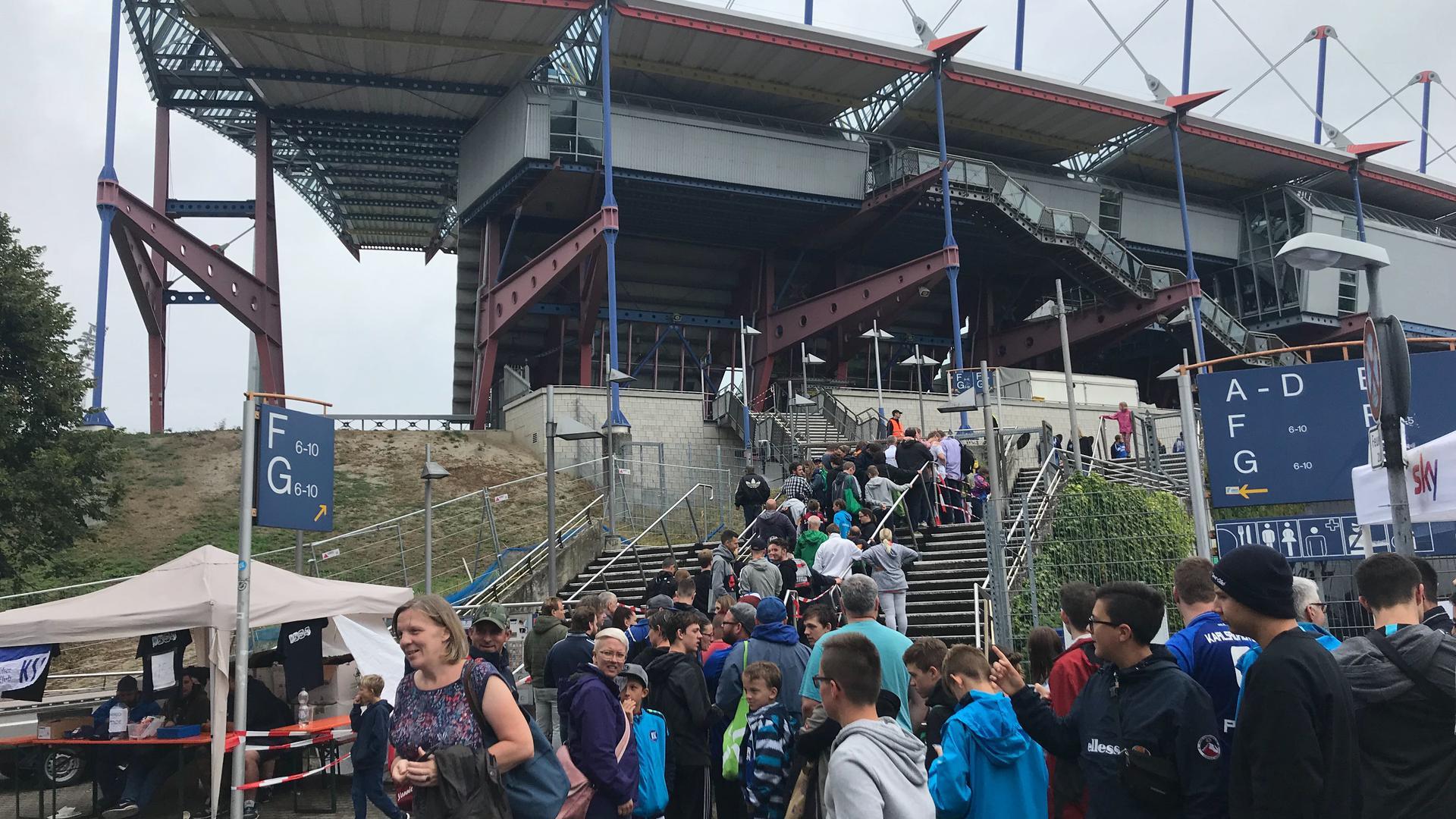 15.000 Fans strömten nach Angaben des KSC zum Familientag ins Wildparkstadion.