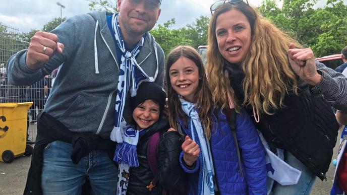 Glückliche KSC-Familie: Daniel und Tina Sieger mit Kindern.