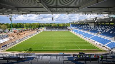 Namensrechte vor Klärung: Das im Vollumbau befindliche Wildparkstadion wird nach seiner Fertigstellung eine Bank im Namen tragen.