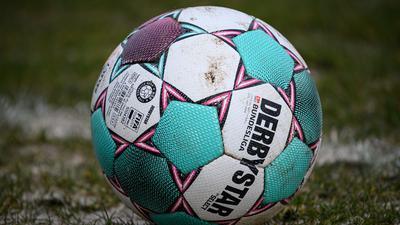 In Rostock kommt der Ball ins Rollen: Der Spielplan sieht für den KSC das Gastspiel beim Aufsteiger zum Zweitliga-Auftakt vor.