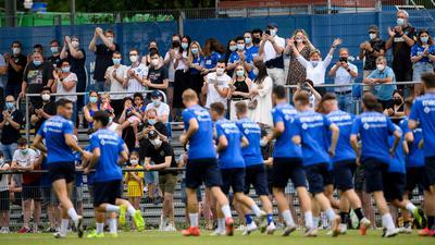 Trainingsauftakt im Wildpark: 500 Zuschauer verfolgen im Grenke-Stadion am Sonntagvormittag die erste Einheit der KSC-Profis. nach der Sommerpause.