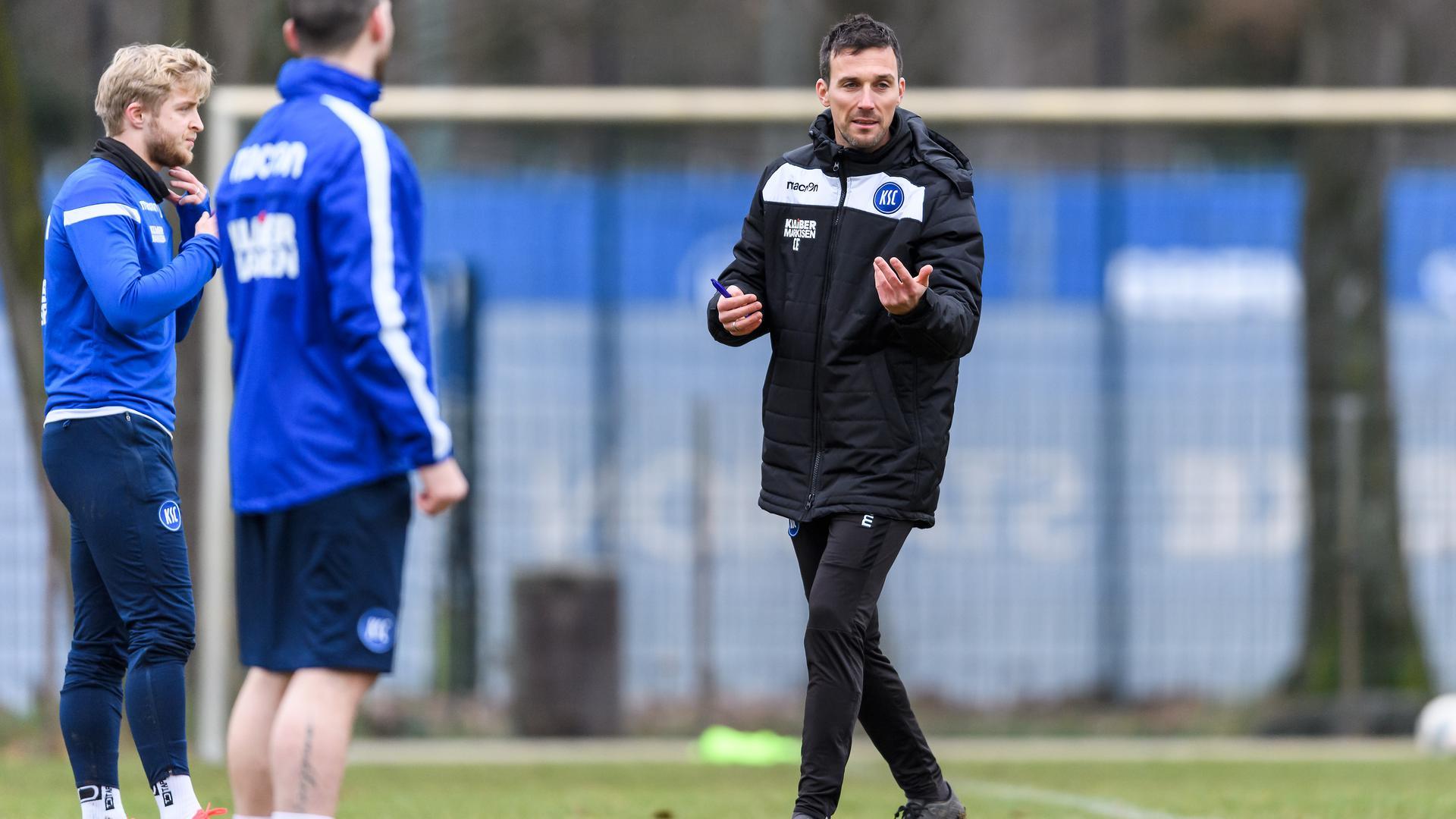 Trainer Christian Eichner in seiner ersten Einheit als neuer Cheftrainer beim KSC.