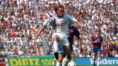 Von den Bayern deklassiert: Manfred Bender im KSC-Trikot bei der 2:6-Niederlage gegen seinen Münchner Ex-Club.
