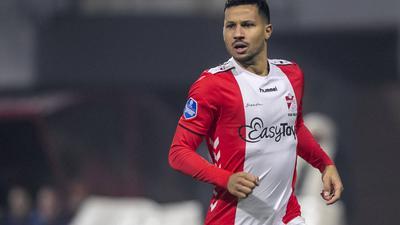 Zur Probe beim KSC: Der ehemalige niederländische Nationalspieler Ricardo van Rhijn wird sich während der Woche als Testspieler im Wildpark aufhalten.