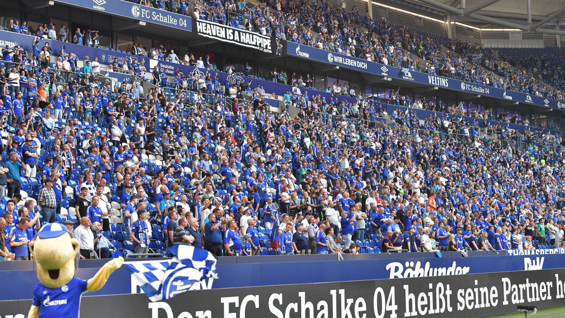 Zuschauer-Comeback: Auf Schalke waren zum Saison-Auftaktspiel gegen den HSV 19.770 Fans in der Arena zugelassen. Die Profifußballbranche möchte aber bald mehr.