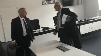 KSC-Anwalt Markus Schütz (links) und Lagardère-Anwalt Christoph Schickhardt vor dem Landgericht beim Gütetermin im Herbst.