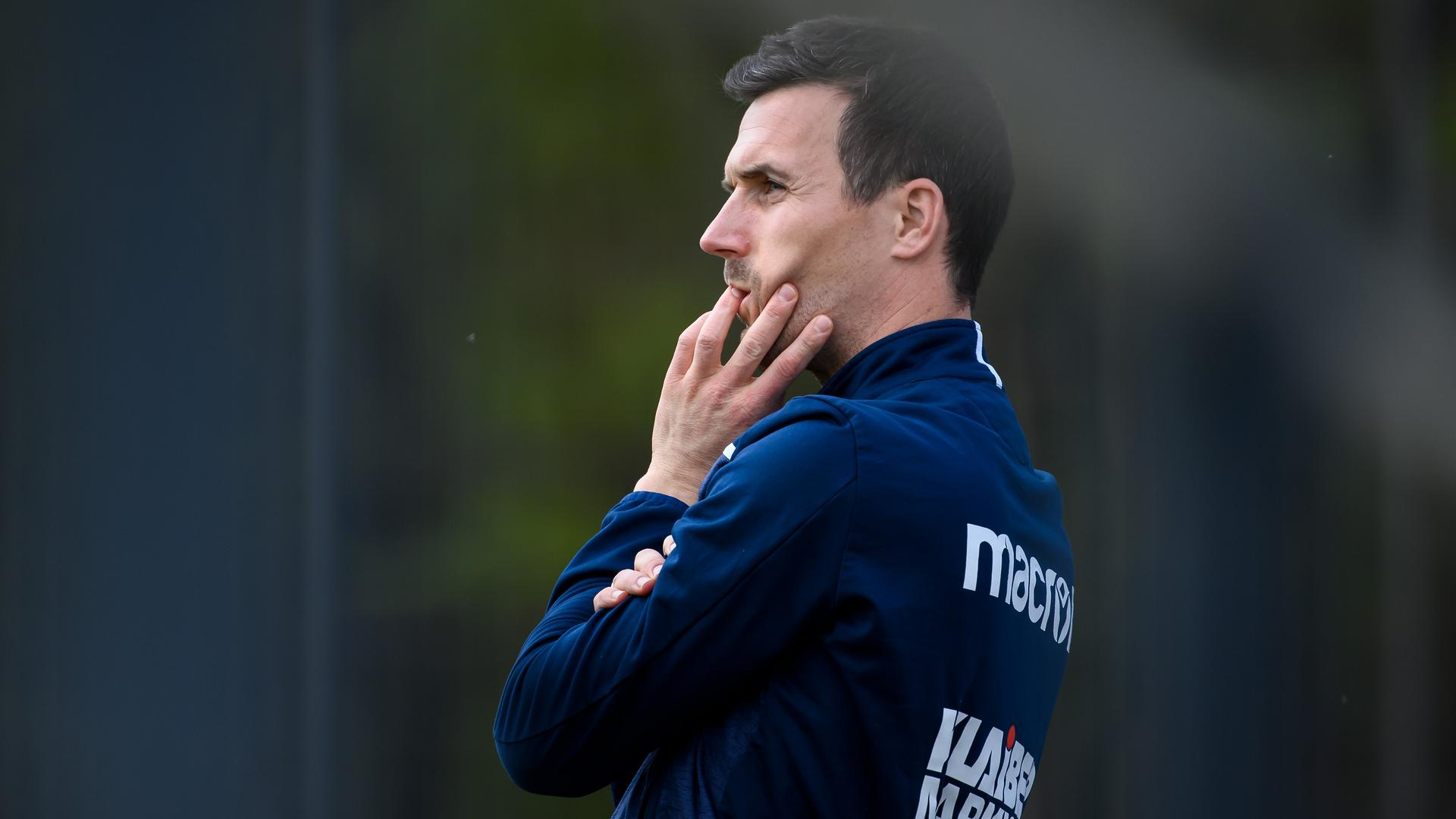 KSC-Trainer Christian Eichner grübelt noch, mit welcher Aufstellung er den Saisonstart gegen Hansa Rostock angehen wird.
