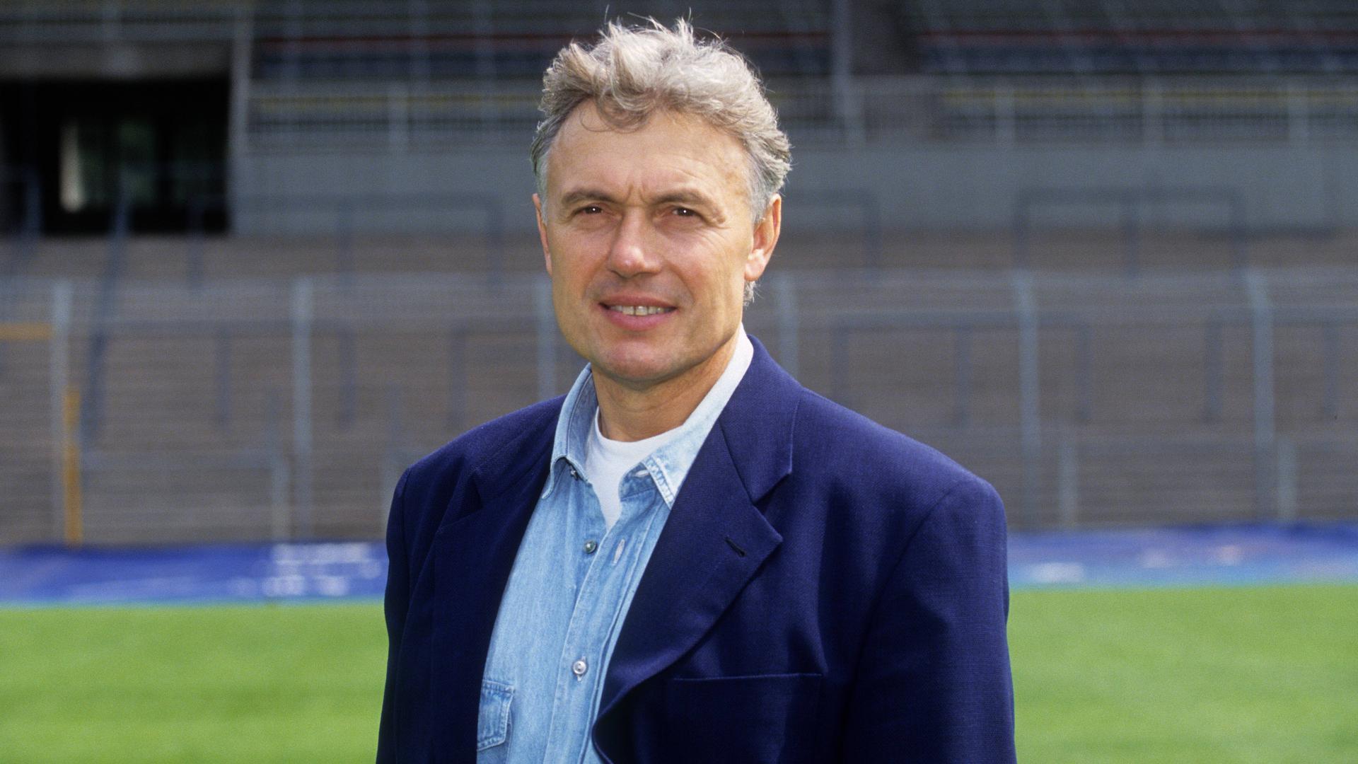 Die Karlsruher Fußballlegende Carl-Heinz Rühl ist tot. Der ehemalige Trainer und Manager des KSC verstarb am 30. Dezember 2019 nach kurzer Krankheit. Rühl wurde 80 Jahre alt. Weggefährten schätzten den gebürtigen Berliner als Freund.