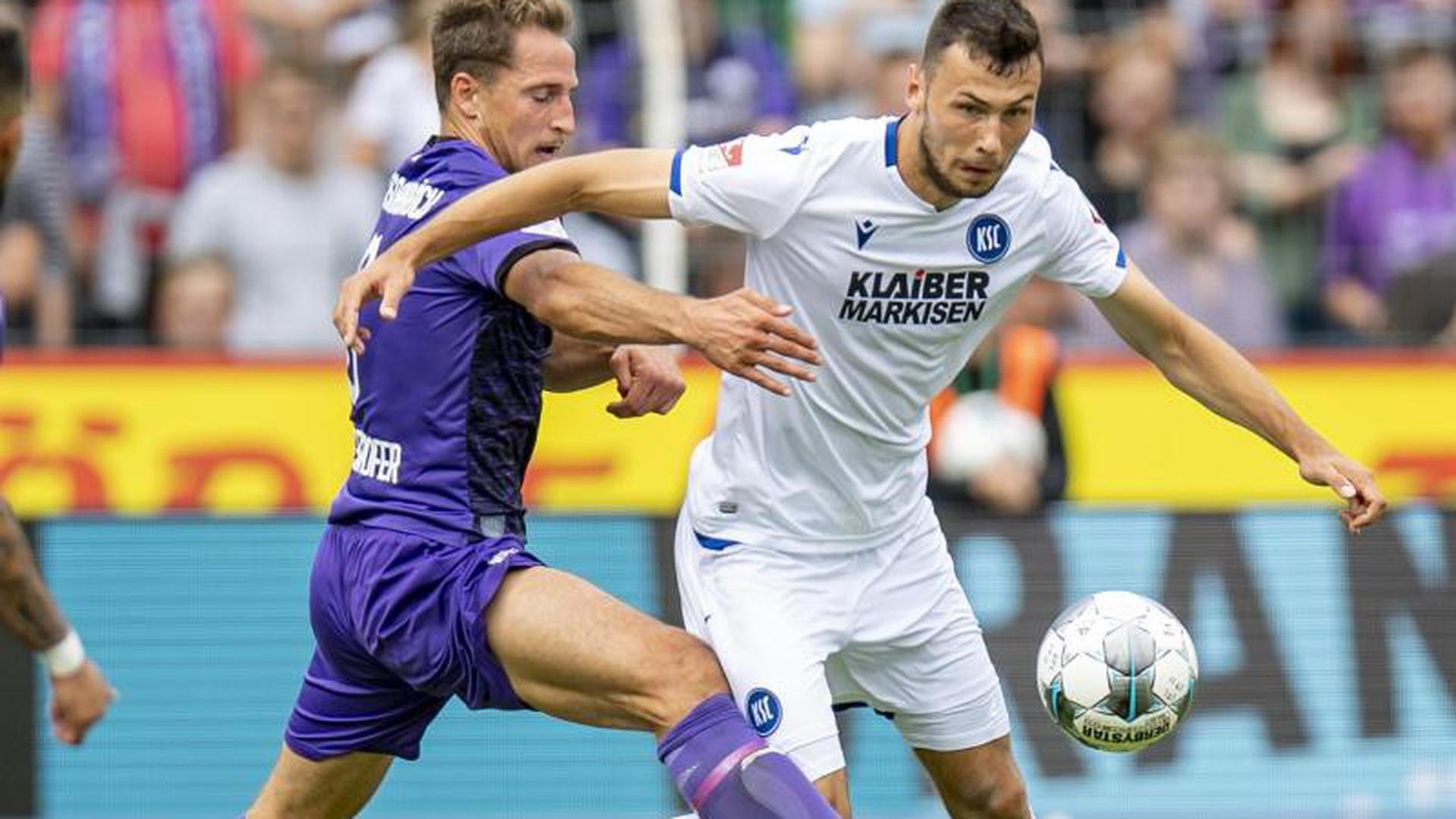 Ulrich Taffertshofer und Lukas Fröde im Kampf um den Ball