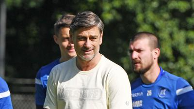 Oliver Kreuzer, Sportdirektor des Karlsruher SC, beim Mannschaftstraining.