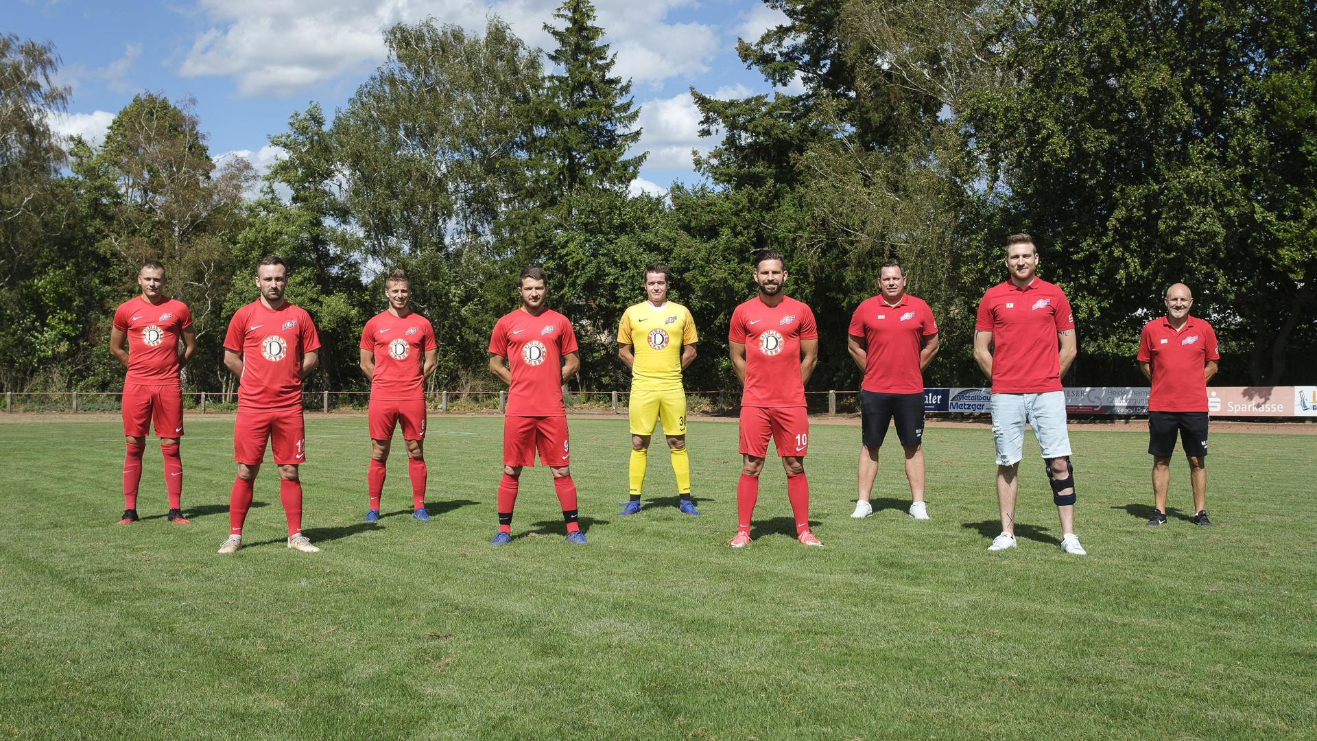 Neuzugaenge und Trainer des FC 07 Heidelsheim; im Bild (v.l.n.r.): Domagoj Popovic, Adam Filipovic, Ivan Greguric, Ivica Grigic, Leon Fehling, Tolga Soenmez, Markus Hoechstmann (Co-Trainer), Kevin Hertl, Milan Spoljar (Trainer).