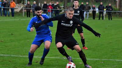 Vom Landesliga-Aufsteiger in die Kreisliga A: Aykut Ademogullari (links) verließ den SV Ulm und schloss sich im Sommer den ambitionierten Kickers Baden-Baden an.