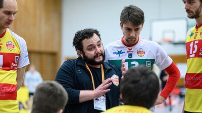 Erfolgreiche Ansprachen: Unter Trainer Antonio Bonelli sind die Baden Volleys zu einem gefestigten Spitzenteam in der Zweiten Volleyball-Bundesliga geworden.