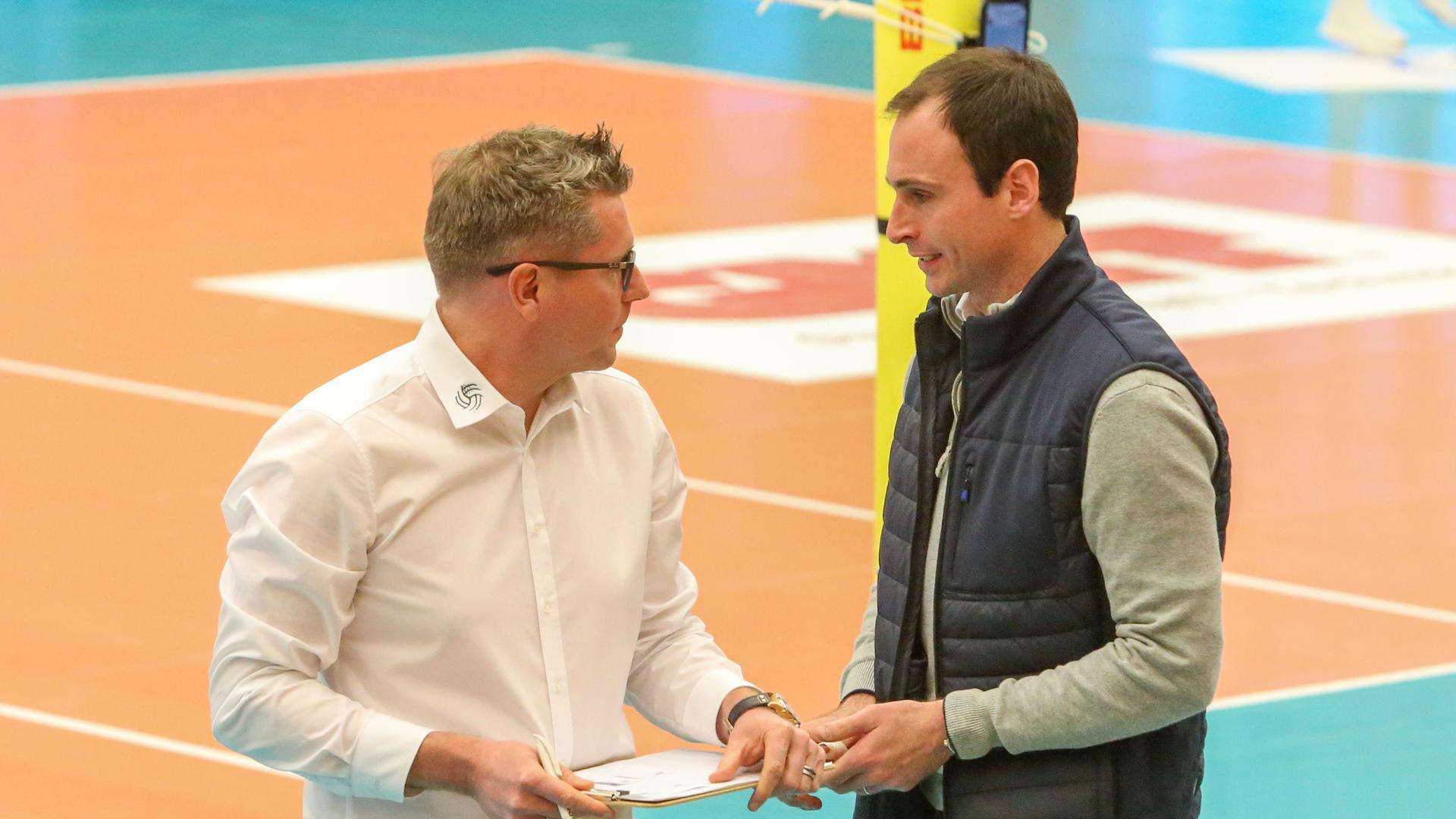 Volleyball-Bundesliga, Bisons Bühl, Bisons-Manager Oliver Stolle (links) und Cheftrainer Alejandro Kolevich