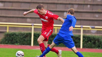 11 Okt 20 Fussball Bühlertal rot Nr 5 Heller Marcel Radolfzell Nr 8 Niedhardt Robin