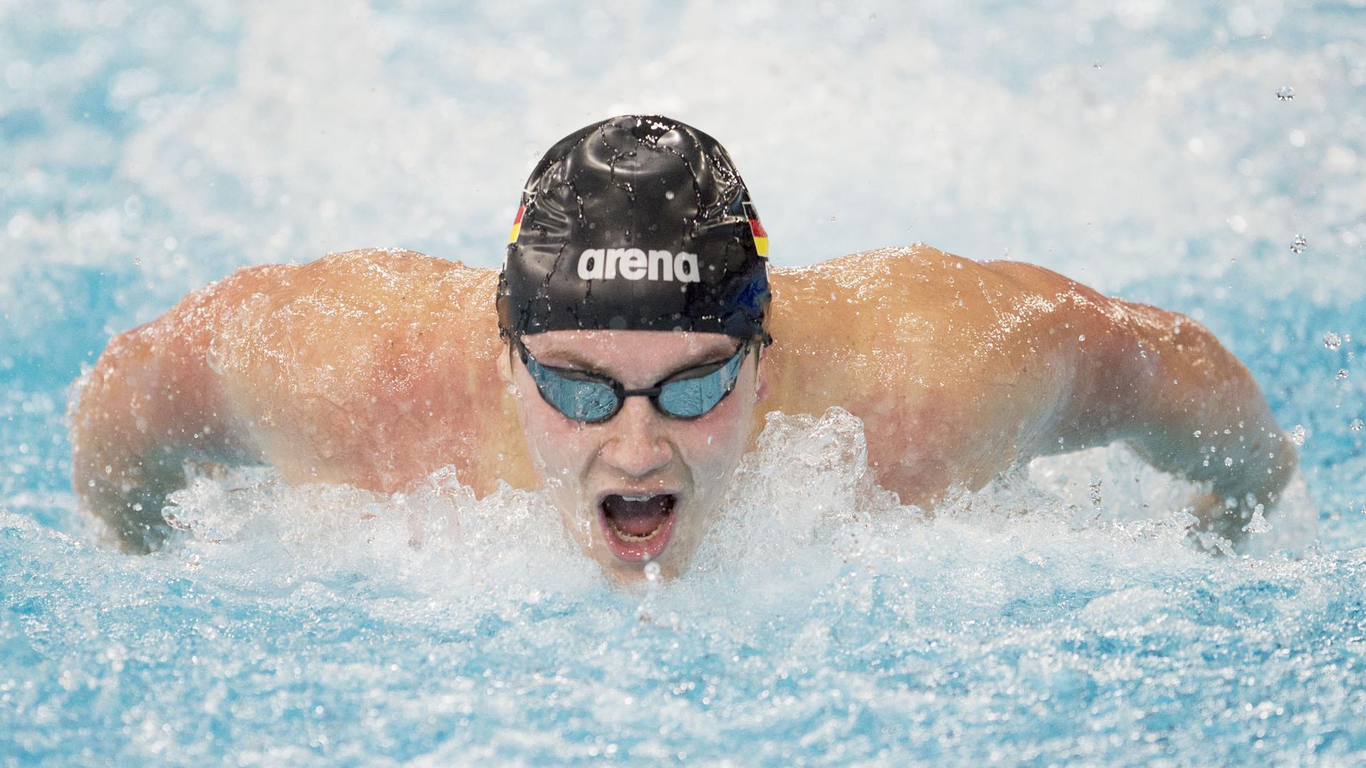 Schwimmen/Kurzbahn: Europameisterschaft im Tollcross International Swimming Centre, 200 m Schmetterling, Männer. Daniel Pinneker aus Deutschland in Aktion. +++ dpa-Bildfunk +++