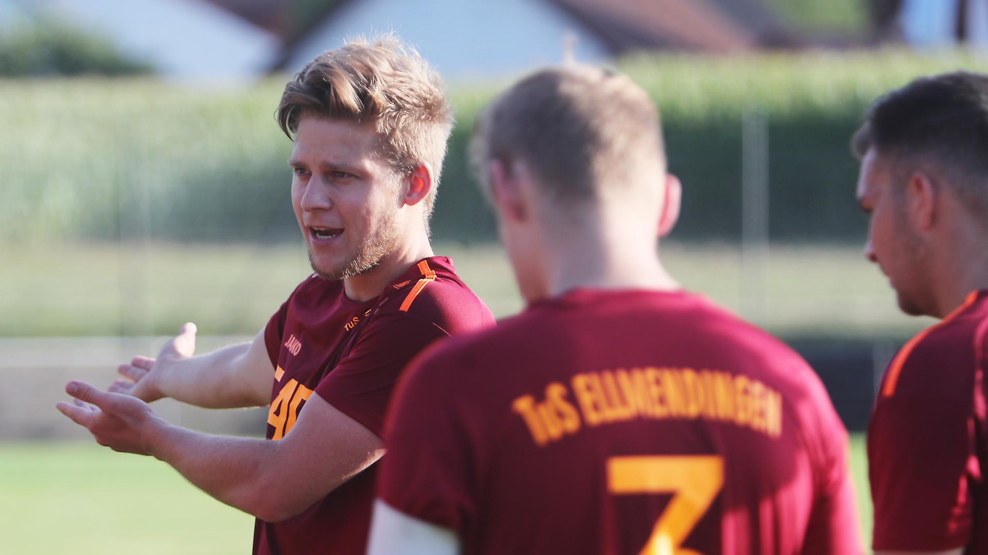 Diebold Marius links_Spielertrainer Ellmendingen
