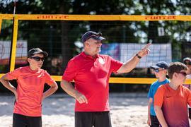 Trainer Diego Ronconi (m.) beim Training des SSC- Nachwuchses auf dem Beach21 des SSC Karlsruhe.