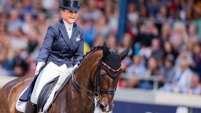 CHIO, Pferdesport, Dressur, Großer Dressurpreis von Aachen: Die Reiterin Dorothee Schneider aus Deutschland auf dem Pferd Showtime reitet durch den Parcours. Sie wurde Zweite. +++ dpa-Bildfunk +++